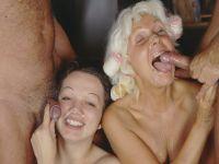 Oma en kleindochter genieten van lekkere harde lullen!