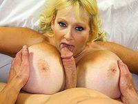Deze slet pijpt en laat haar dikke jetsers neuken!